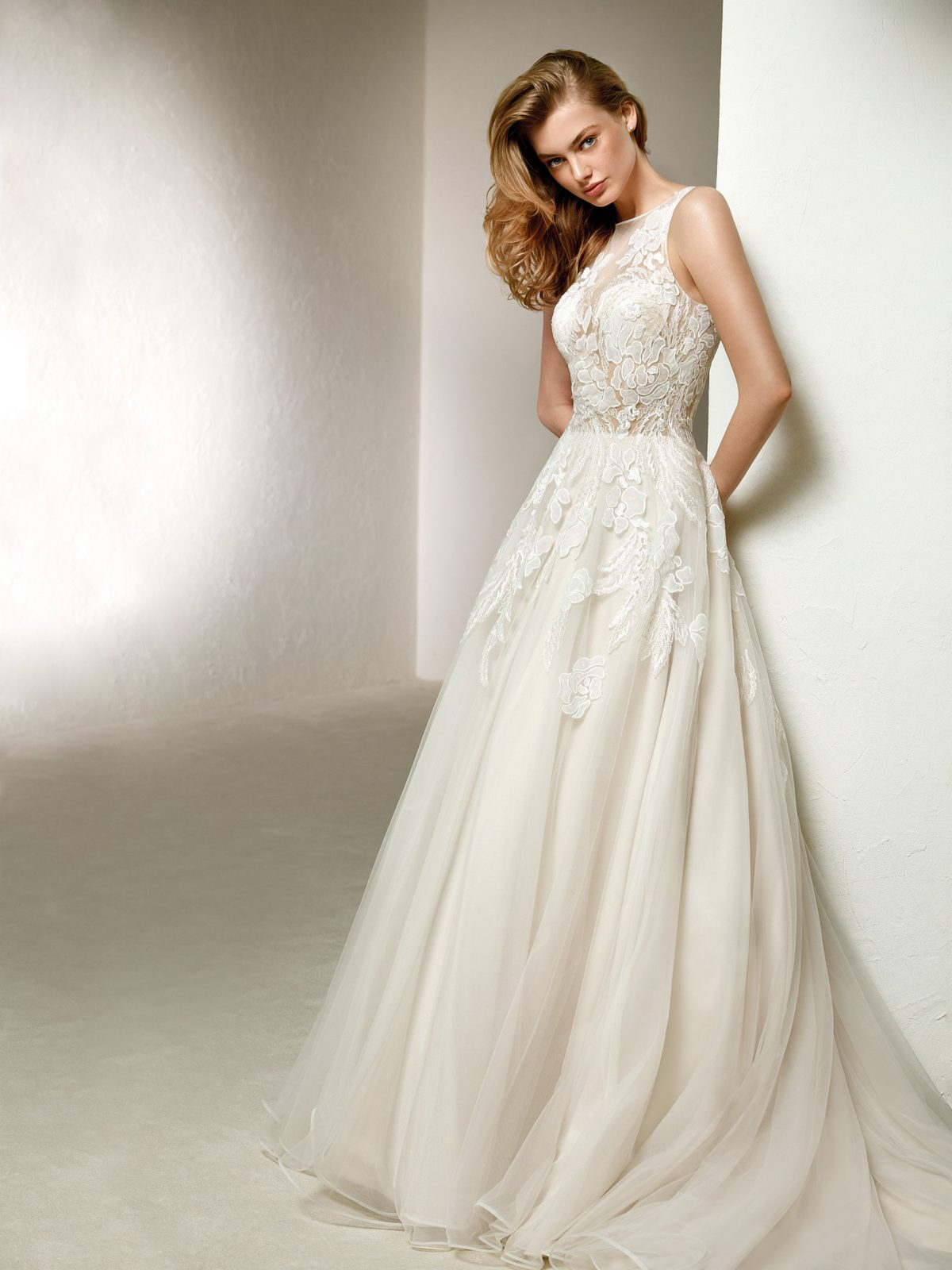 WEDDING DRESS SALE - Pronovias Dola ROMANTIQUE BRIDAL MAGHERAFELT NORTHERN IRELAND